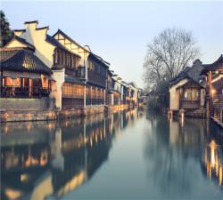 【情迷四西】杭州西湖-河坊街-西溪湿地含游船-乌镇西栅.提灯走桥-西塘5钻精品纯玩双高3日游
