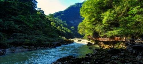 【黔无忧】贵州贵阳 黄果树瀑布、荔波小七孔、西江千户苗寨、黔灵山五日游