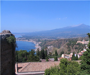 蓝天下的西西里岛.jpg